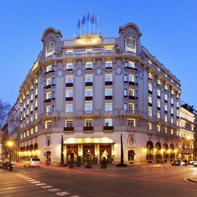 el_palace_barcelona_fachada_por_noche